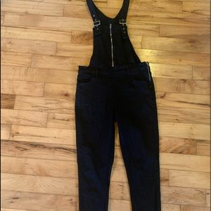 LEVIS SKINNY ZIP OVERALLS Size 31 Great Condition